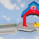 Fisher Price Little People Discovery Village School Part