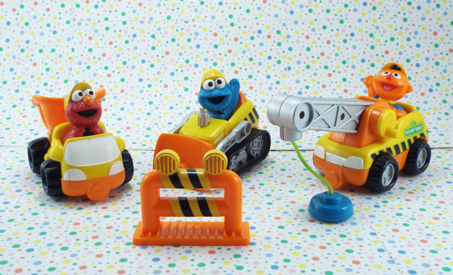 *9/15*SOLD~FISHER PRICE SESAME STREET CONSTRUCTION SITE TRUCK LOT