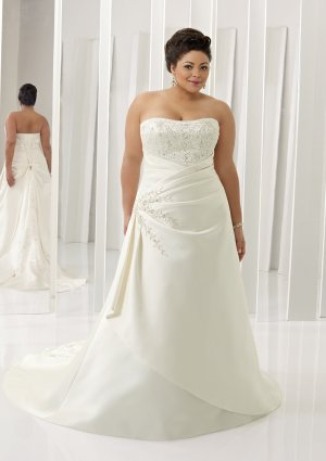 Plus  size  embroidered  lace  wedding  dress