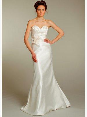 Simple  sweatheart  Neck  formal  wedding gown