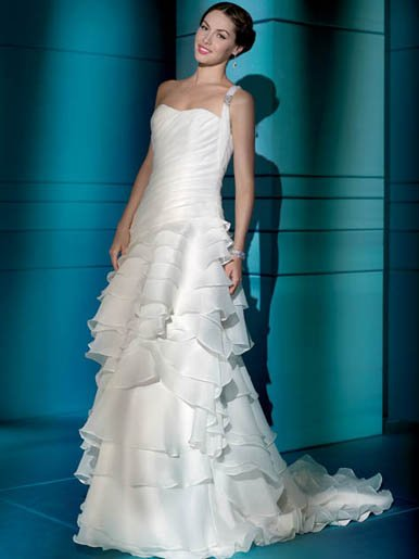 Fanstic  one  shoulder  ruffle wedding dress