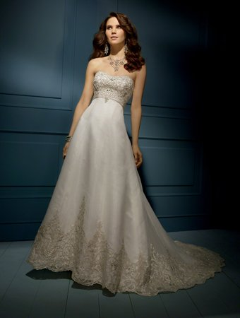 UK  style Fan-shaped  A-line embroidered  wedding dress