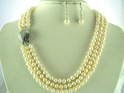 TRIPLE STRAND PEARL NECKLACE WITH EMBOSSED CLASP