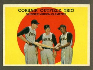 1959 Topps baseball set # 543 Corsair Trio with Roberto Clemete