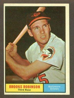 1961 Topps baseball set # 10 Brooks Robinson HOF Baltimore Orioles