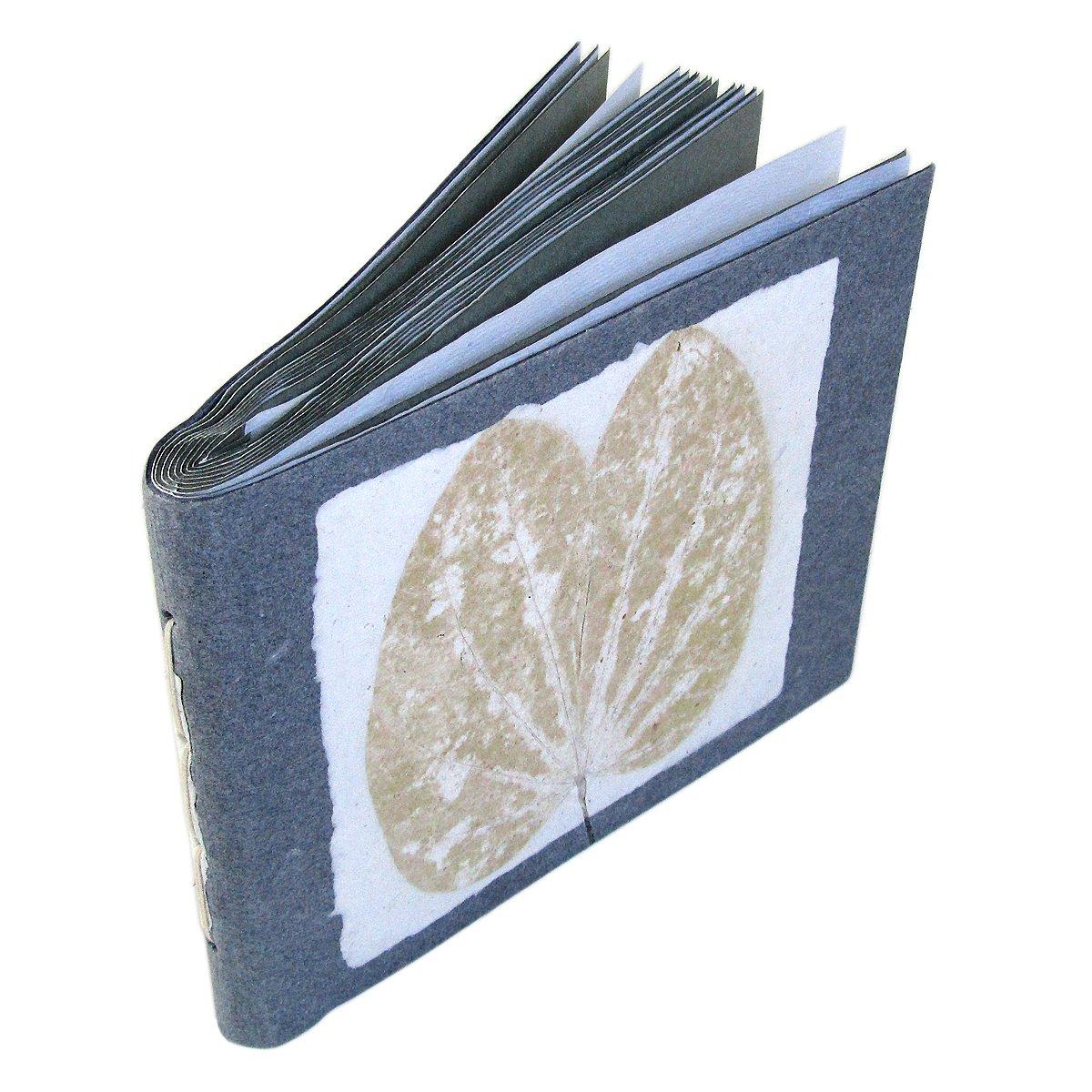 Permanent-stick 3-D Black Letters to personalize your album Black dry mount photo album