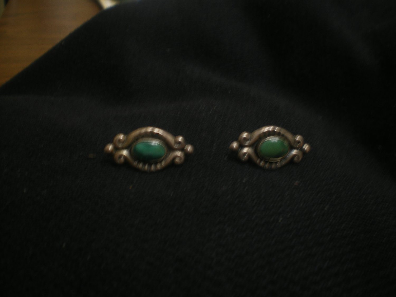 4.7 gram sterling silver ear ring set with oval turquoise stone