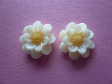 White Flower Daisy Cabochons (4pcs)