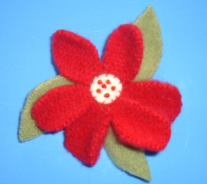 RED FELTED WOOL FLOWER PIN
