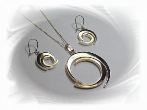 Artisian Handcrafted Designer Sterling Silver Circle Pendant and Earrings With Gold Deco