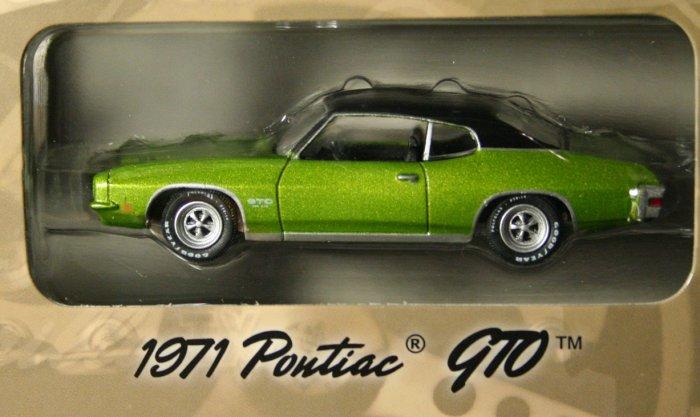 GreenLight Route 66 1971 Pontiac GTO