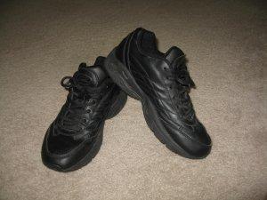 Traction Tredz black non-slip sneakers, Size 7M