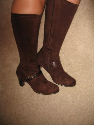 Suede like, knee-high boots, brown and stretchy, size 7W