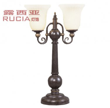 European-Style Retro Hand-Carved Table Lamp