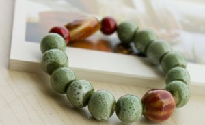 HANDMADE Porcelain beads bracelet green