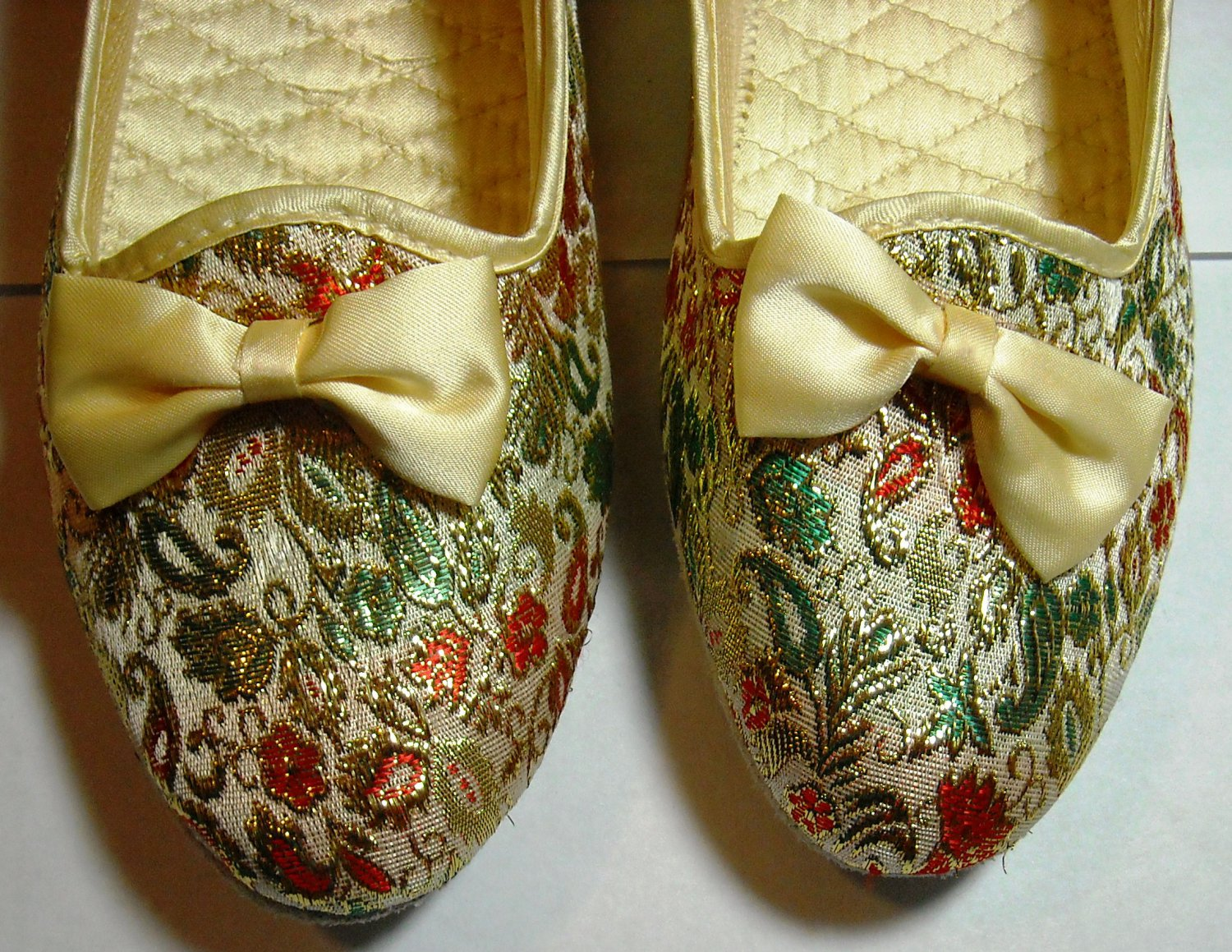 Christmas Slippers by Love Mates � Size 5