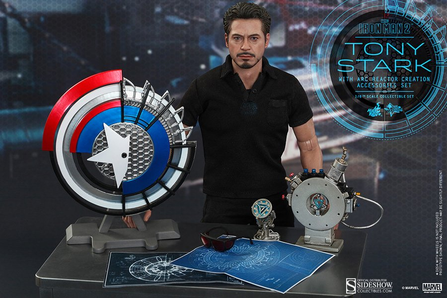 SDCC 2017 Hot Toys Tony Stark with Arc Reactor 12'' figure
