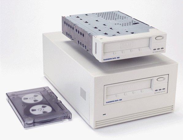 Tandberg 6424 - SLR 100, INT. Tape Drive, 50/100GB, New