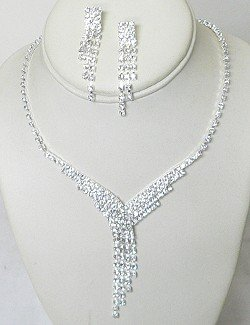 CONTEMPORARY RHINESTONE JEWELRY SET NKR657