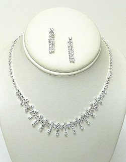 SWAROVSKI CRYSTAL NECKLACE SET  NKR562