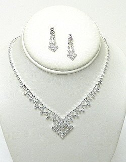 PYRAMID CLEAR RHINESTONE SET NKR557