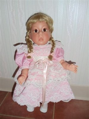 Lee Middleton Collectible Doll Numbered 050991-V92