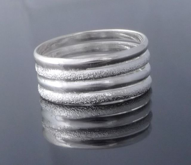 925 Sterling Silver Ladies Wire W/Diamondblast US sz 9