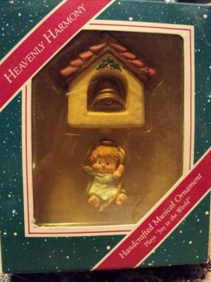 Hallmark 1987 Angel on a Rope Heavenly Harmony Musical Ornament