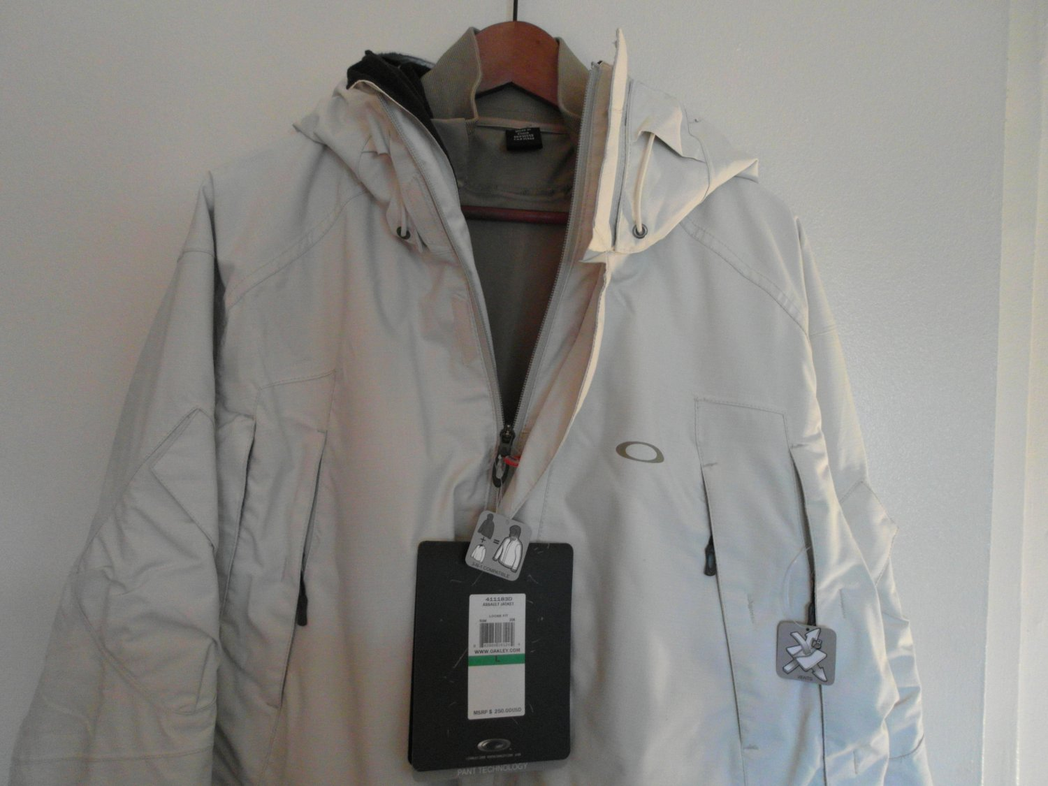 Oakley Mens Assault Jacket L White NEW 3 in 1 technical design Winter Ski Rare!