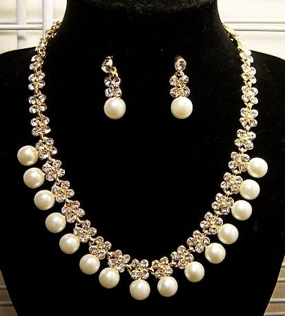 Crystal Flower With Pearl Earrings & Necklace Set