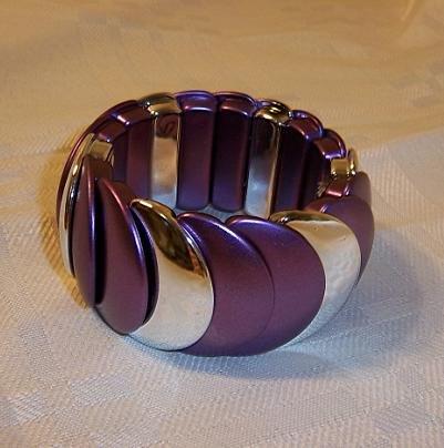 Vintage Design Looking Plastic Stretch Bracelet Bangle Purple + Silver Color
