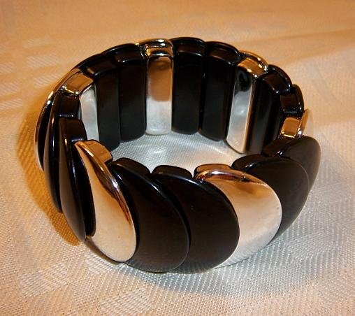 Vintage Design Looking Plastic Stretch Bracelet Bangle Black + Silver Color