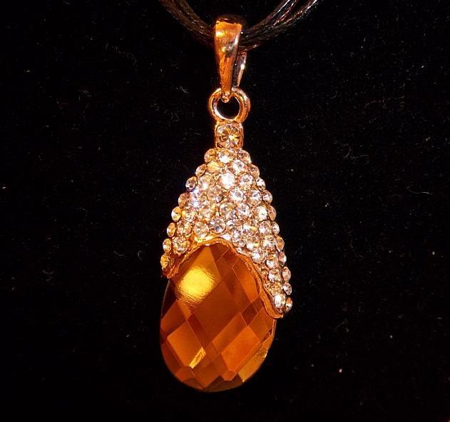Vintage Looking Luxury Rhinestone Cubic Zirconia Pendant Necklace
