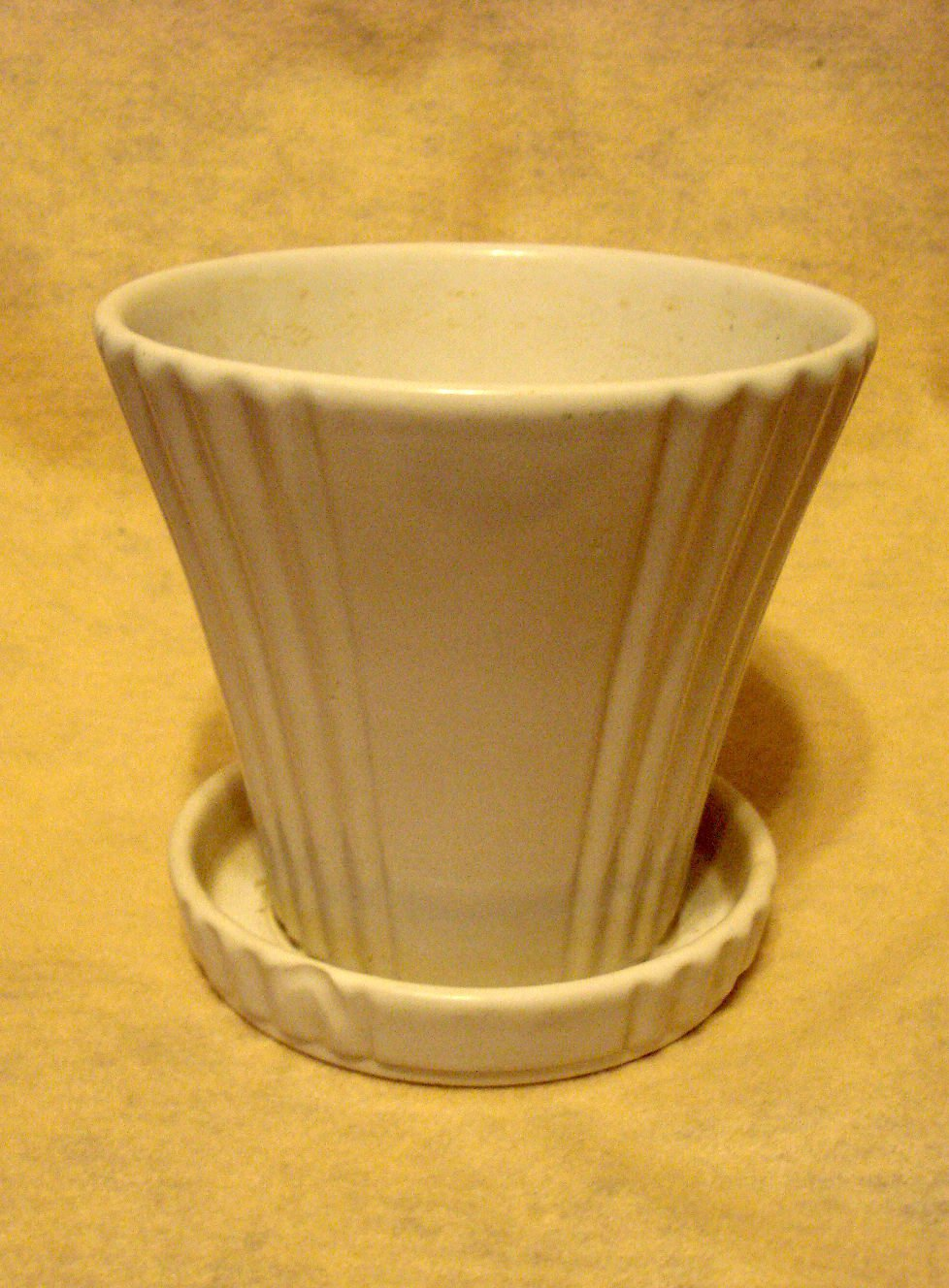 White Ribbed Abingdon 6 inch High Planter attached Saucer, No. 152S