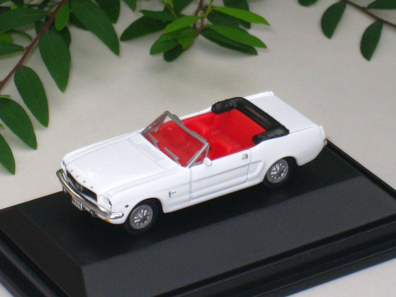 High Speed 1/87 Diecast Model Car 1964  1/2 Ford Mustang Cabrio WHITE Classic Car