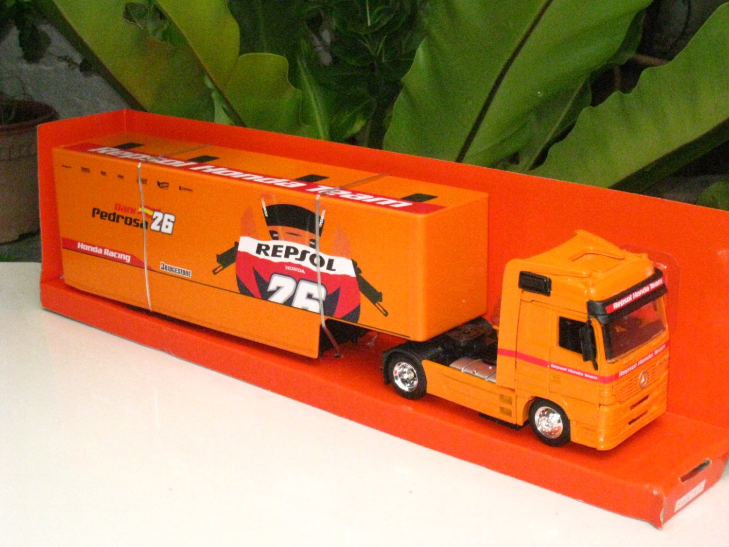 New Ray 1/43 Diecast Car Model Mercedes Benz Actros 1857 Container Truck Honda Repsol Team #26