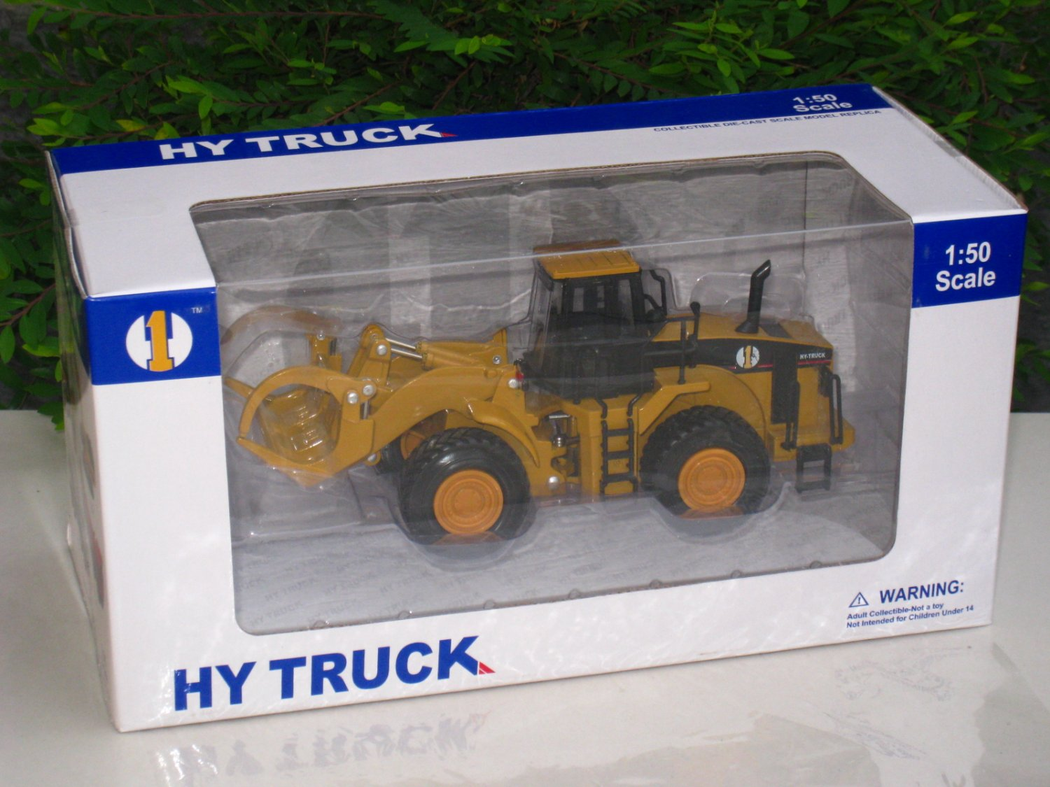 HY Truck 1/50 Log Loader Truck Construction Vehicle Diecast (19cm L)