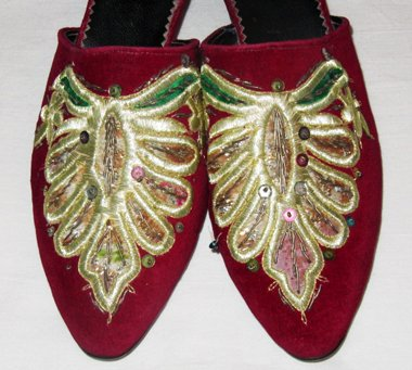 VINTAGE WOMEN'S SHOES ORIENTAL SLIPPERS UZBEK HAND GOLD EMBROIDERY