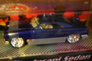 DIE CAST MUSCLE CAR INSANI SEDAN 1:24 SCALE