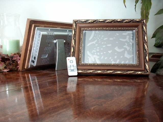 1 - 10.4 LCD Digital Photo Wood Gold Frame MP3, Video 1GB - with Remote