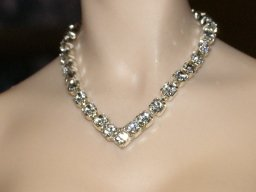 Rhinestone V necklace, silver