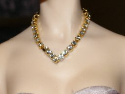 Rhinestone V Necklace, Gold