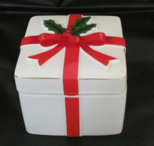 Porcelain Christmas Gift Trinket Box Mount Clemens