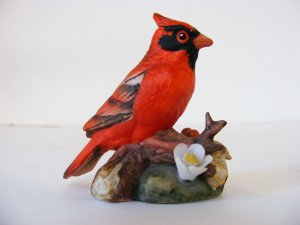 RARE COLLECTIBLE-LEFTON-CARDINAL FIGURINE-VERY DETAILED IN DESIGN AND COLOR