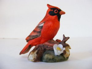 DECORATIVE-COLLECTABLE LEFTON CARDINAL-VERY DETAILED