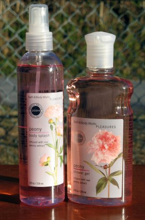 Bath & Body Works Shower Gel (peony scent)