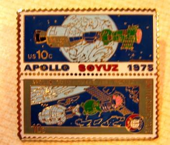 Apollo Soyus NASA stamp pin lapel tie tac hat 1569-70