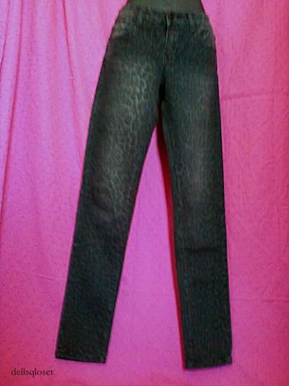 *SOLD*FOREVER 21 Gray Skinny Jeans With Leopard Spots - Size 27