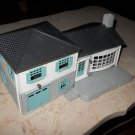 Plasticville - Split-Level House - White With Black Roof - Bachmann