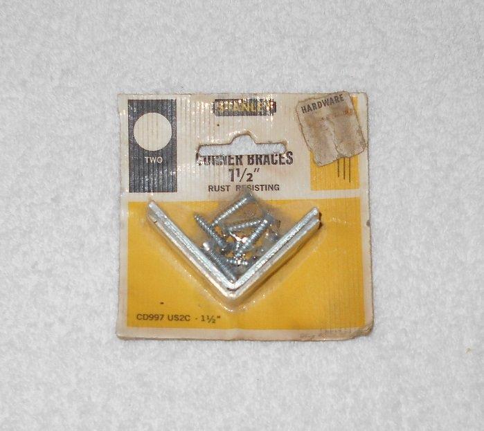 """Stanley - Corner Braces With Screws - 1 1/2"""" - 2 Pack - Rust Resistant - CD997 US2C - Vintage"""